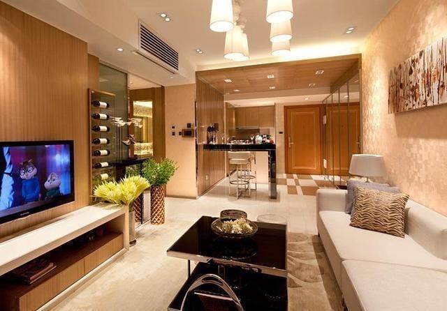 客厅中使用石材拼花,吊顶造型和自然的色彩为空间营造出典雅的气场,使