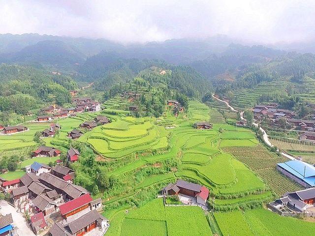 郎溪县旅游资源丰富,高井庙森林公园面积近2万亩,此地因有一古井和