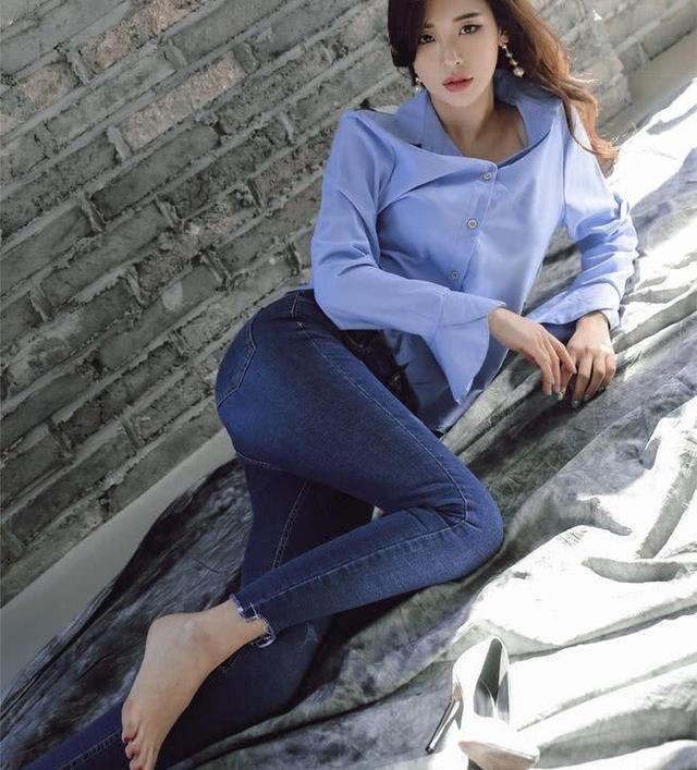 性感牛仔裤包臀美女性感巨人资源女a性感紧身看穿,美不美装扮图片