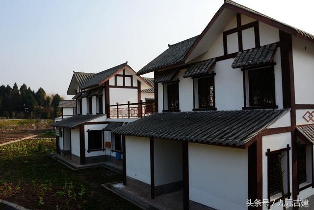 别墅区,其实风格四川某县的一个新价格,整个村都是白墙这是徽式农村杨溪谷润灰瓦别墅图片