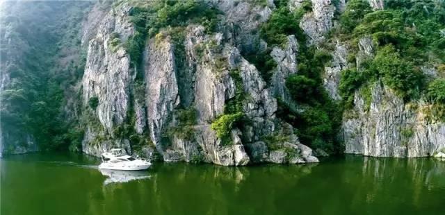 英德连江口镇浈阳峡风景区是近期热门的旅游景区,距离佛冈才30分钟