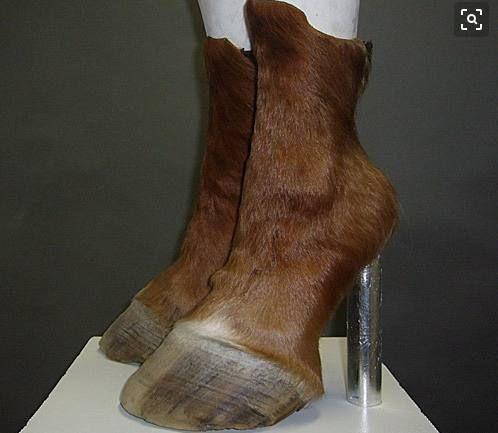 盘点那些奇葩的高跟鞋,这些设计师跟女人有仇吗