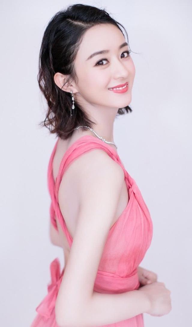 赵丽颖晒美照,比杨幂的蚂蚁腰还细,一身红裙终于没人说她土了!