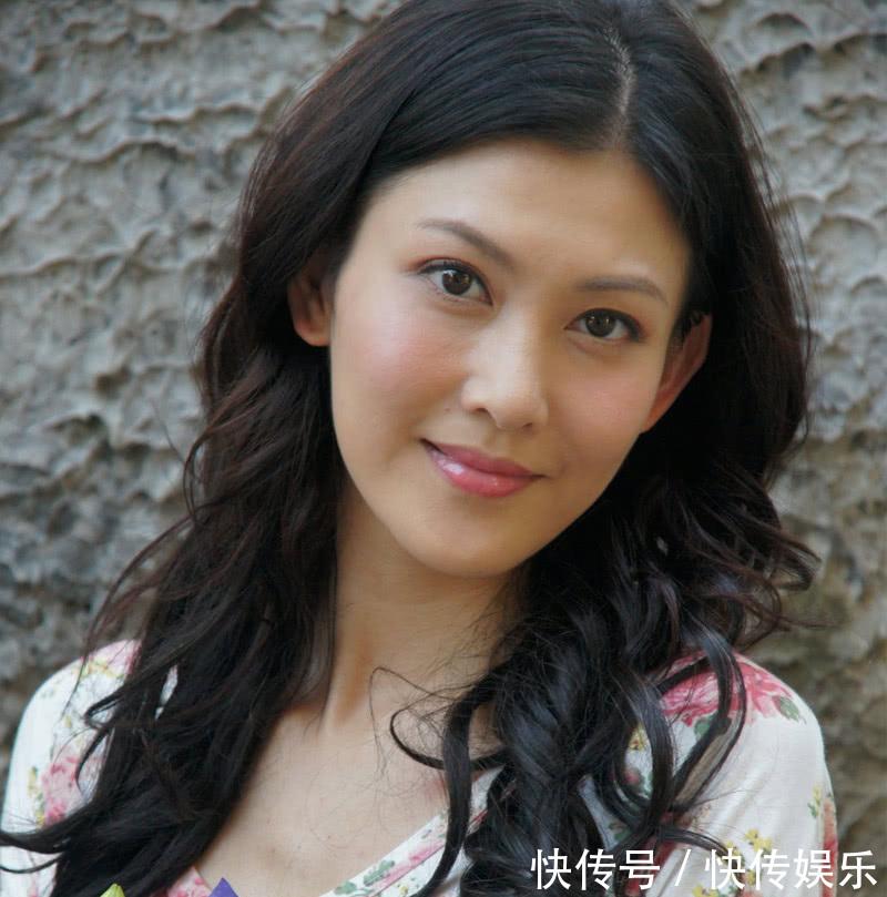 长得a女人动人,17岁介绍的李彩桦,29岁演坏女人出道电影,如今34岁无人红遍全国追捕2017图片