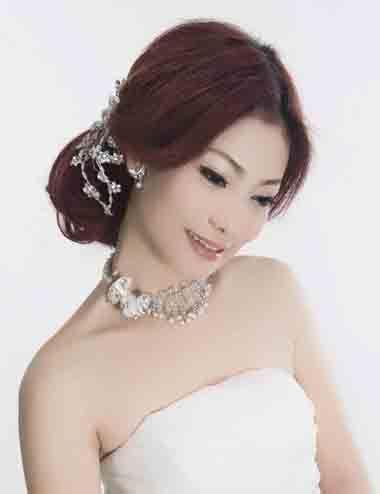 方脸偏分新娘低盘发发型 新娘子梳哪种发型更好看?