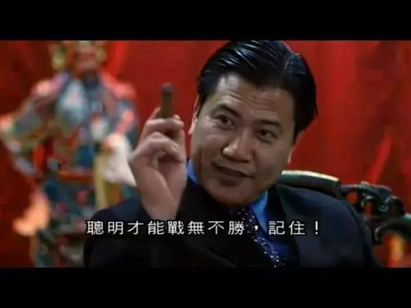 香港电影里的黑帮老大,因角色令人深恶痛绝,上街被市民报警