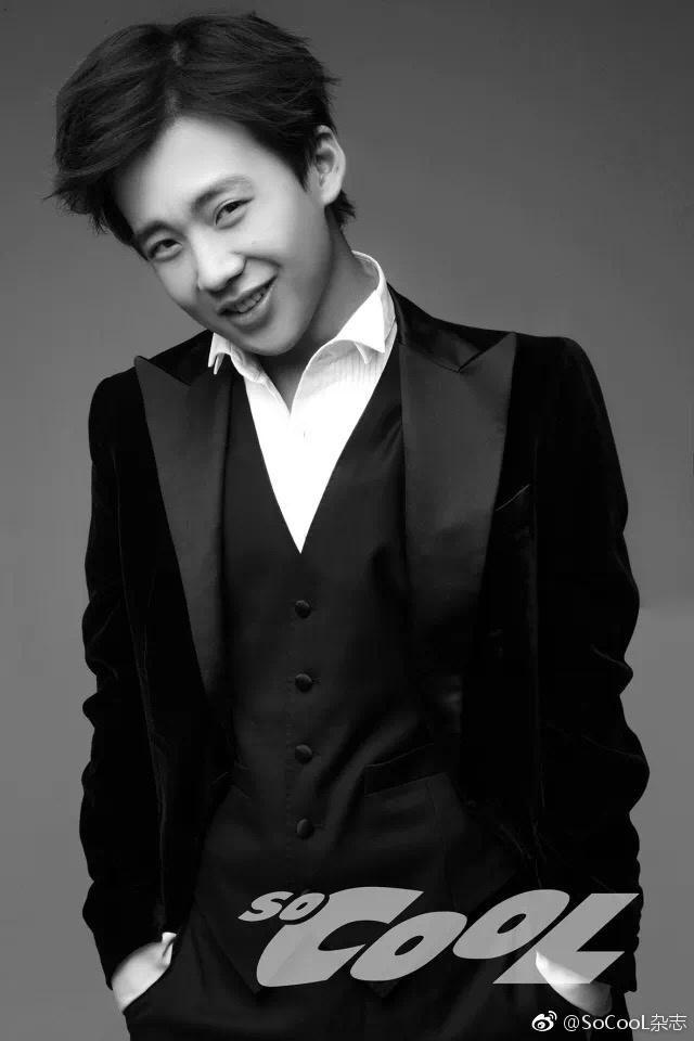 22岁郭麒麟最新写真,容貌帅气不输艺人,家教严格造就如今的他