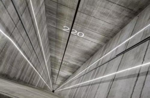但最近,德国电梯制造商蒂森克虏伯(thyssenkrupp)宣布完成了磁悬浮