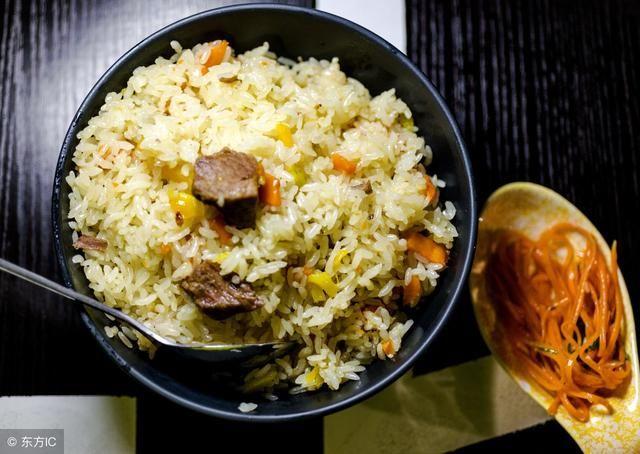 非洲人和印度人都用手抓饭吃,为什么不用筷子呢?图片