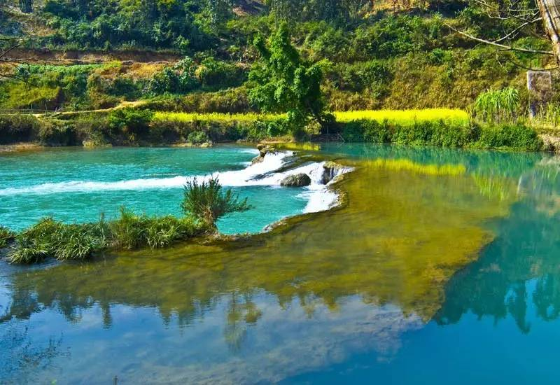 所以凤凰谷也被称为 中国第一生命文化公园 多依河风景区 依河风景区