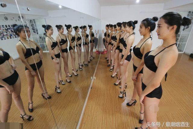 女空乘备战艺考:每个人要求穿泳装考试,每天训练付出汗水