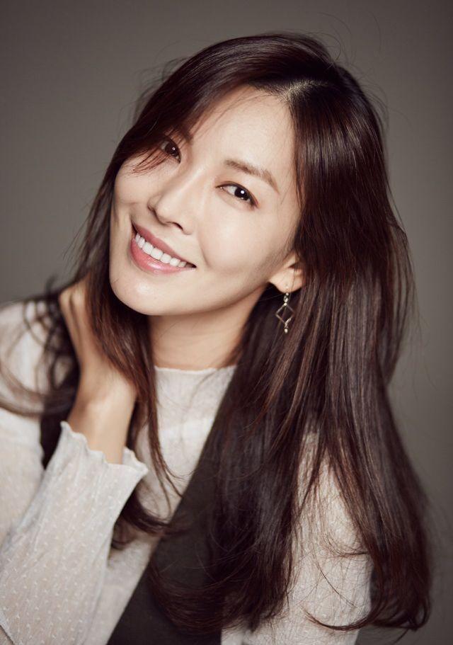 爱上女主播金素妍_金素妍是凭借着韩剧《爱上女主播》,《顺风妇产科》,《阳光情人梦》