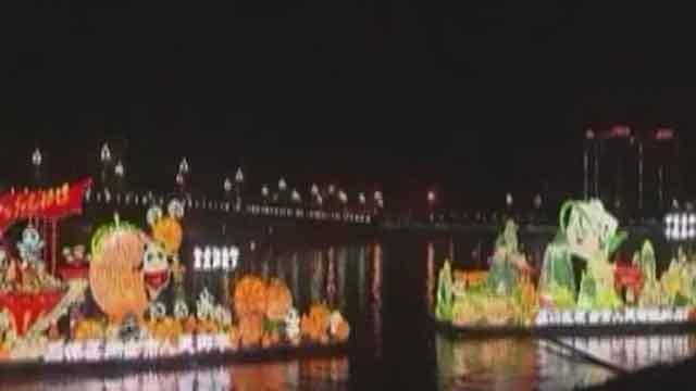 《首都经济报道》20200122逛熊猫灯会 过热闹中国年