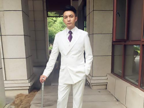 青年演员邓凯匀饰演女匪首楚云鹤生命中第一个男人——罗家大少爷罗克