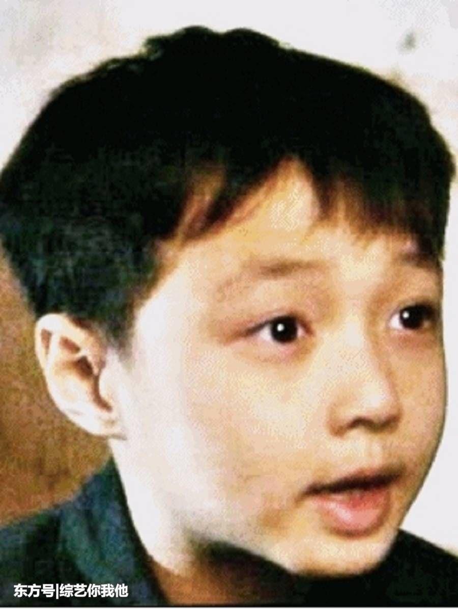 韩国可爱小男孩嘟嘴笑图片