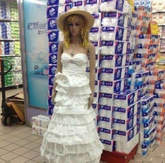 超市大妈,你用卫生纸做的礼服很漂亮