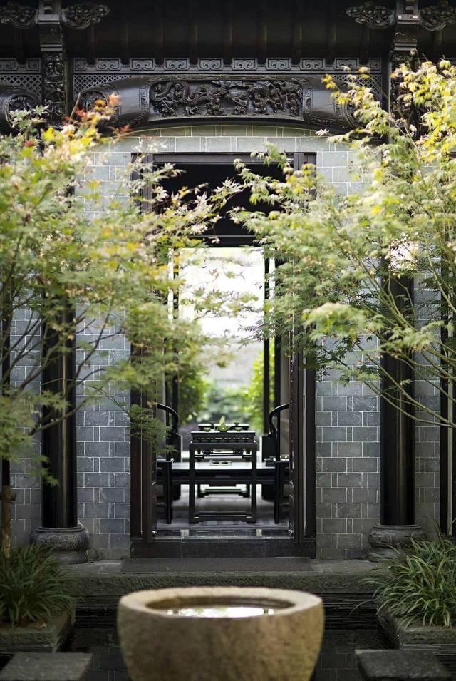 中式的院子特别之处在于 更具有表象之外的意境之美, 不仅看着漂亮