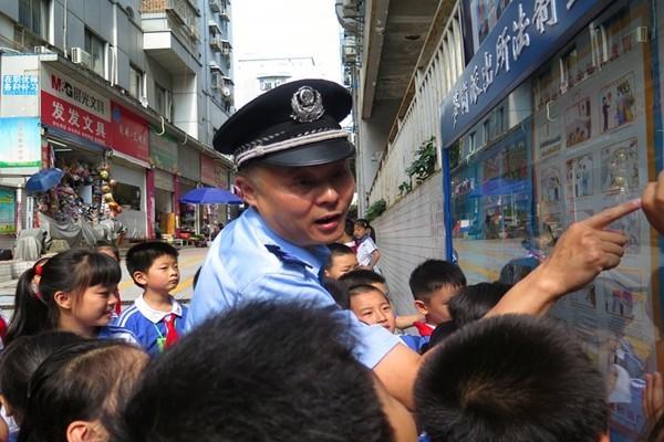 深圳公安生命走进校园珍爱开展铁路、爱路铁托中小学辅图片