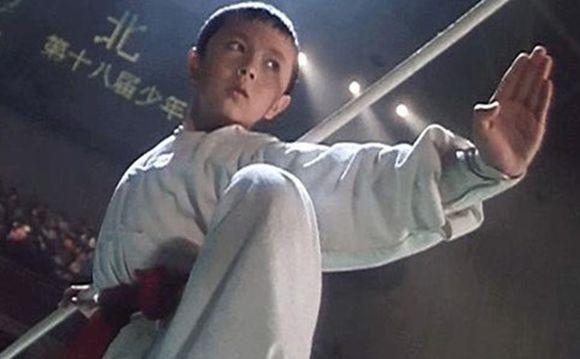 李连杰的经典作品之一:电影《新少林五祖》的剧照,当时的他与李连杰