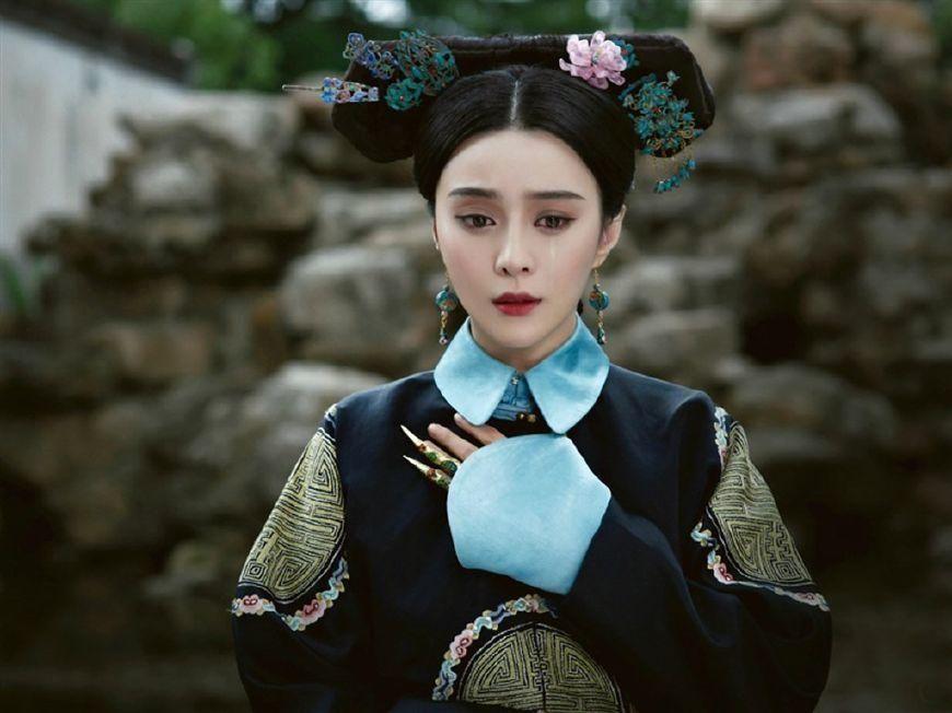 这位清朝皇后突然生气地剪掉自己头发,她没想到因此坏
