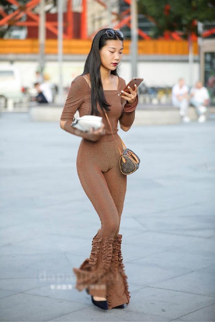 苗条的美女都喜欢穿紧身裤,有哪些美?