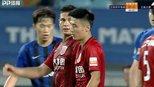 想进球想疯了?中超再尴尬1幕:武磊被队友撞倒却投诉犯规要点球