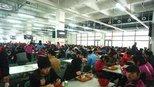 看华为和阿里巴巴食堂之后,再看看富士康的食堂,看出贫富差距