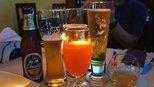 他靠卖啤酒在海外成为首富,是李嘉诚的老乡,被称为酿酒大王