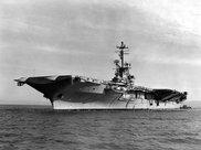水兵搬运武器意外点燃照明弹,慌忙扔进武器库,5万吨航母险沉没