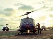 """越战""""直升机战争""""背后的惨烈:七千架UH-1参战近半被摧毁"""
