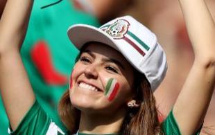 墨西哥爆冷击败德国 美女小姐姐乐开了花