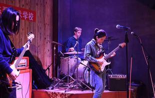 酸性事件乐队营造丰富人文听觉体验