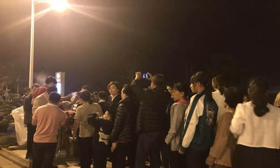 游客讲述海南堵车之夜:不到10公里 走了一晚上