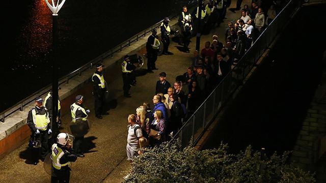 伦敦汽车冲撞行人致至少20人伤 已定性为恐袭
