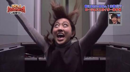 日本综艺恶搞女嘉宾掉下电梯井 洋相百出令人捧腹