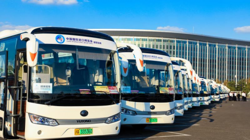 """世界舞台""""风景线"""",宇通客车再次服务进博会"""