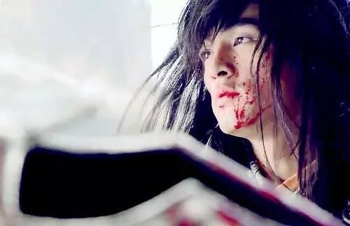 郑爽让人心疼,张翰一点不难受,最经典吐血场面要属袁姗姗了吧