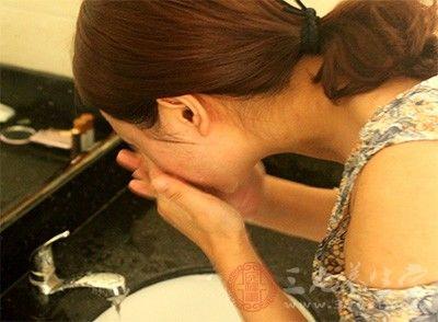 白醋洗脸有什么好处白醋洗脸的方法有哪些(2)