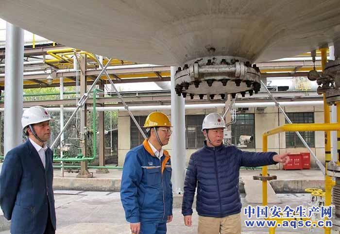 上海市应急管理局执法人员赴企业进行整改复查