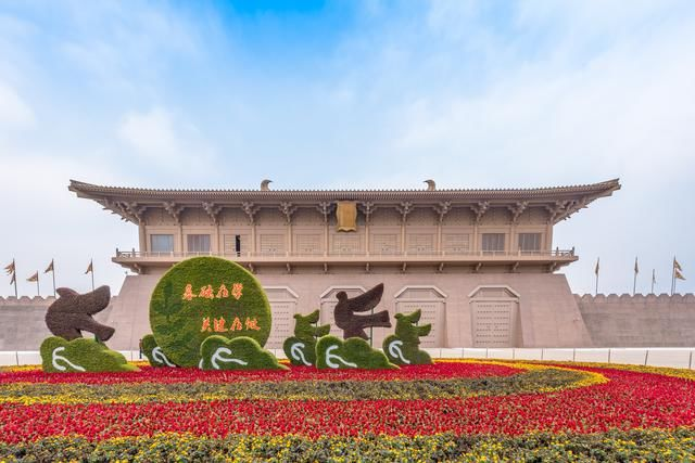 大明宫遗址博物馆旁边的微缩景观是景区内最重要的景点之一,如今只剩下一片废墟
