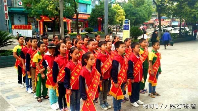 """贵州省凯里市开展""""小小文明监督员""""志愿服务活动"""