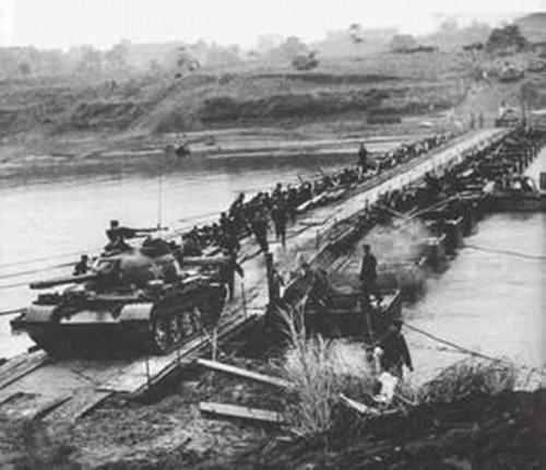 对越反击战,我军动用新型武器歼灭越军一个师,师长吞枪自杀