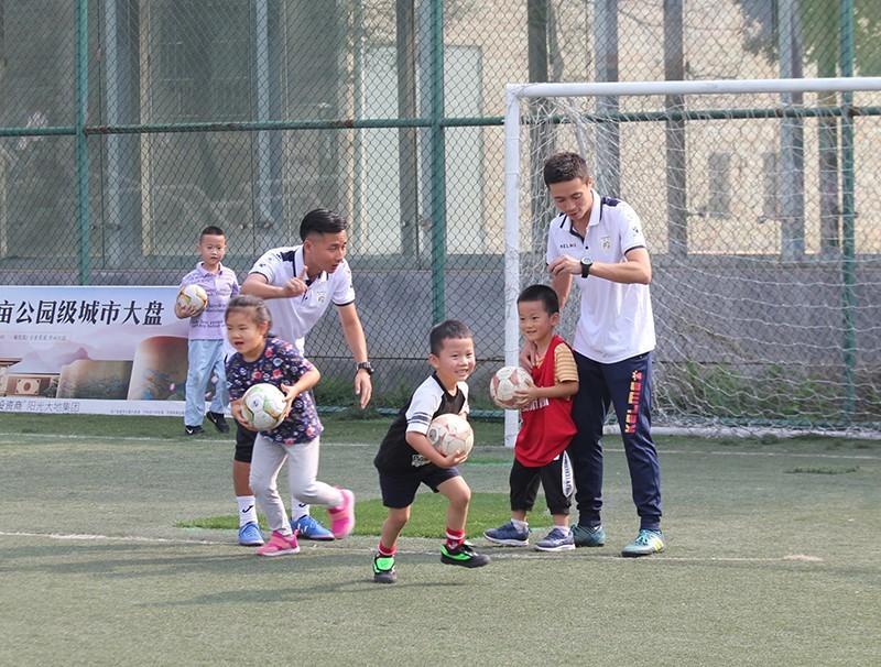 南充奧航免費幼兒足球體驗課正在如火