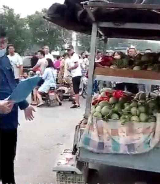 摊主提醒女顾客有小偷被多人围殴刺死 - 周公乐 - xinhua8848 的博客