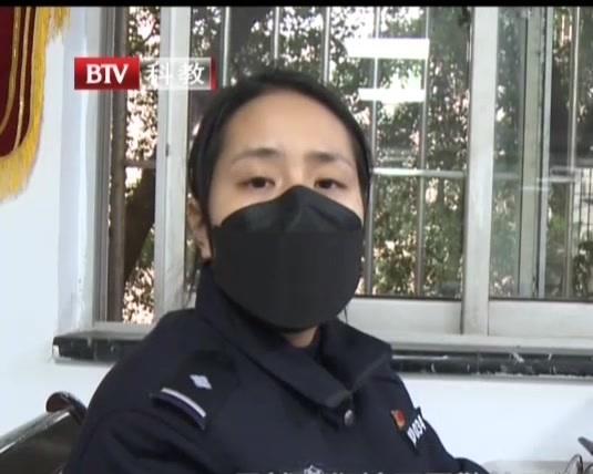 重庆:年轻女警勇于担当  投身一线推迟婚期