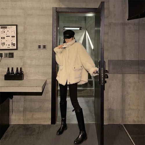 """冬日的""""高级色"""",时尚简约,让你穿出时尚大腕的效果"""