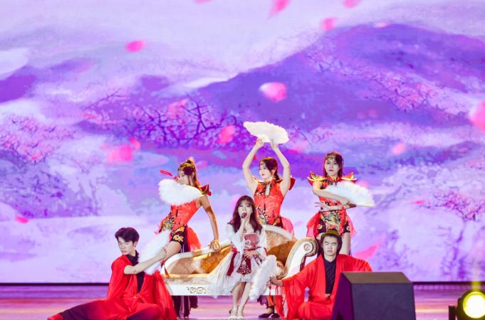 """深圳""""全民皆星""""跨年演唱会在世界之窗上演"""