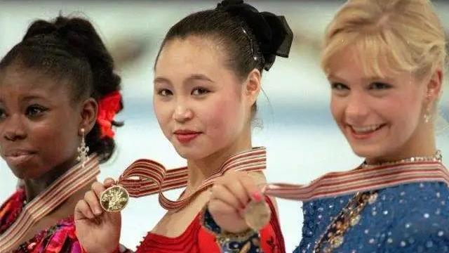 《奥运故事会》永远的冰蝴蝶——陈露