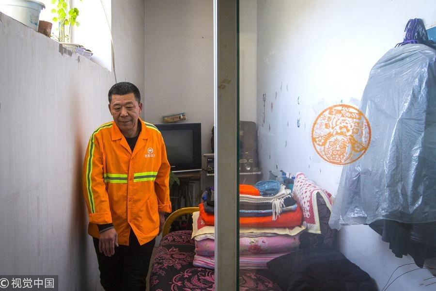 他买来鲤鱼 养在公厕便池中供人观赏! - 周公乐 - xinhua8848 的博客