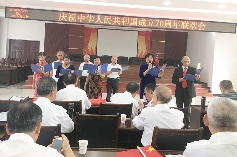 四川西充:老干部载歌载舞欢庆新中国